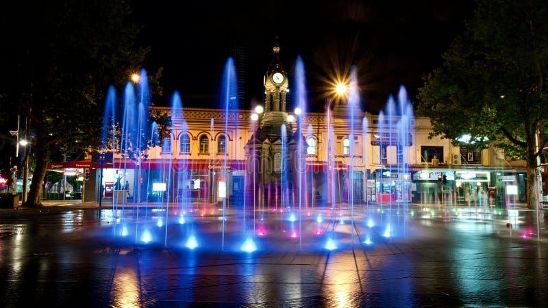 Fuente de Iluminated - cuadrado centenario, Parramatta imagenes de archivo