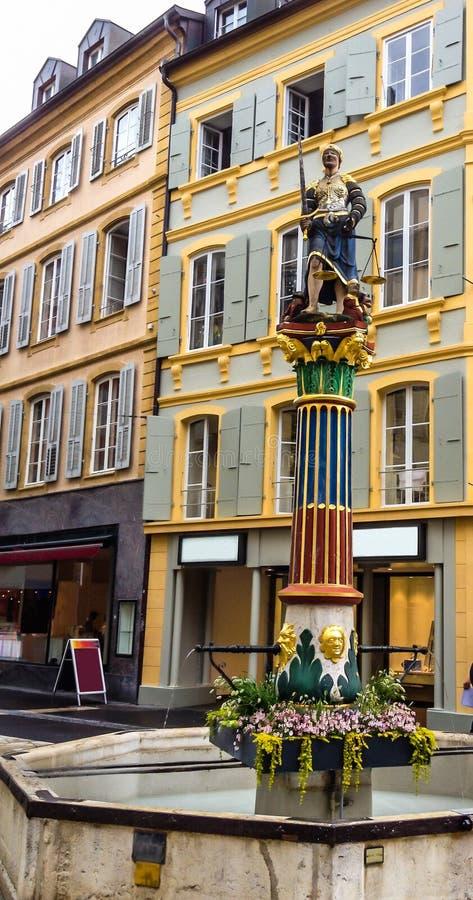 Fuente de la justicia Fontaine de la Justice: Justitia con las escalas y la espada de la tenencia de la venda en la fuente de Ger fotografía de archivo libre de regalías
