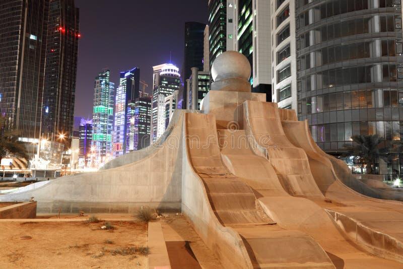 Fuente de la perla en Doha céntrico imágenes de archivo libres de regalías