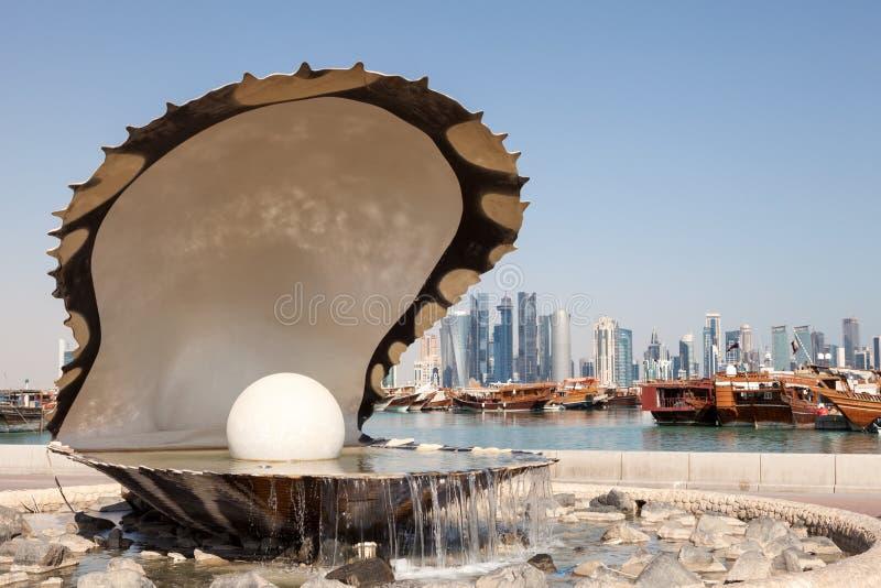 Fuente de la perla en Doha, Qatar imagen de archivo
