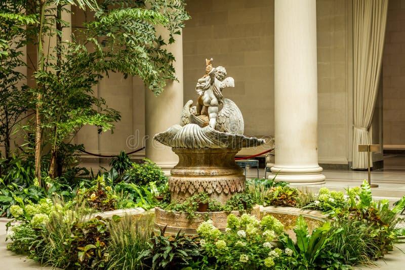 Download Fuente De La Querube En Jardín Foto de archivo - Imagen de escultura, museo: 42425554