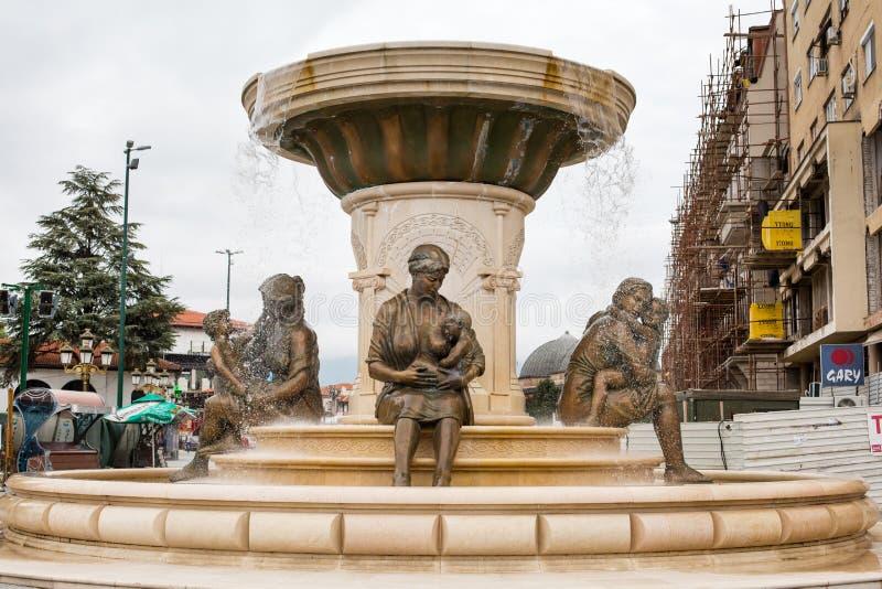 Fuente de las madres de Macedonia, Skopje imagen de archivo