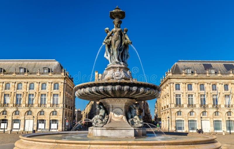 Fuente de las tres tolerancias en el lugar de la Bourse en Burdeos, Francia foto de archivo libre de regalías