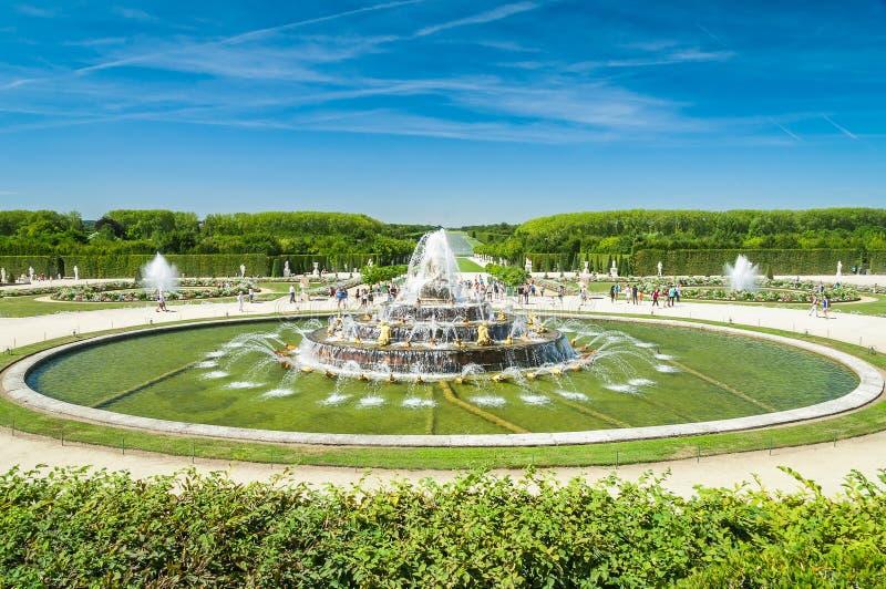 Fuente de Latone en la residencia real Versalles, Francia fotografía de archivo