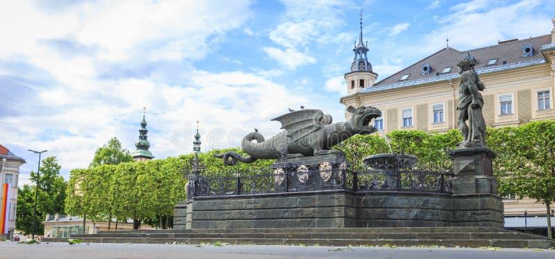 Fuente de Lindworm - símbolo de la ciudad Klagenfurt en Austria fotos de archivo libres de regalías