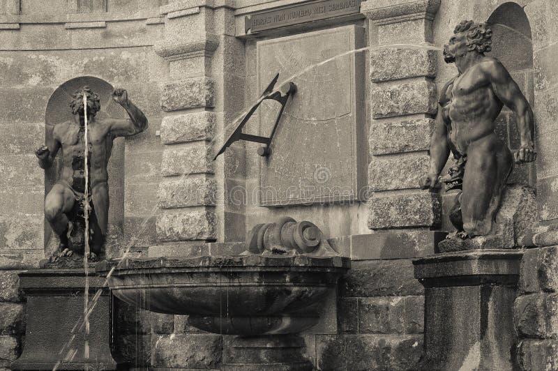 Fuente de los jardines de Powerscourt imágenes de archivo libres de regalías