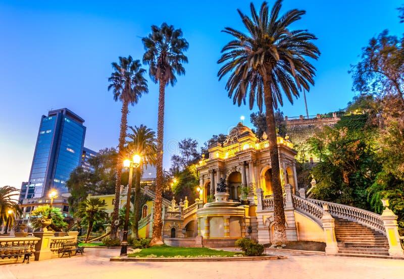 Fuente de Neptuno de la opinión de la noche de Chile, Santiago, Santa Lucia Hill fotos de archivo libres de regalías