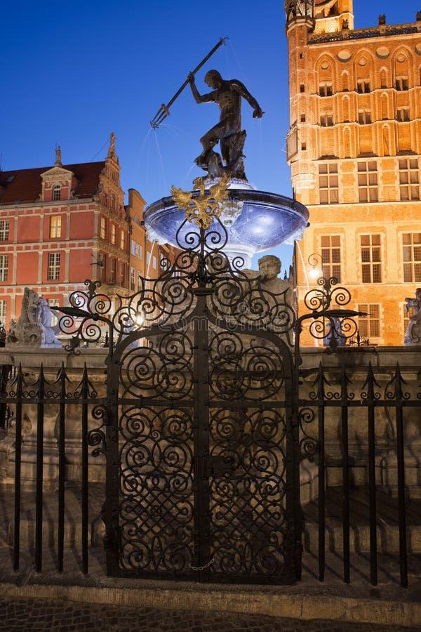 Fuente de Neptuno en la noche en la ciudad de Gdansk fotos de archivo libres de regalías