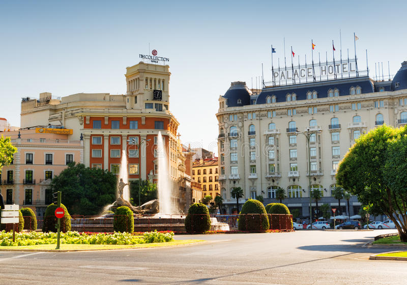 Fuente de Neptuno på Plaza Canovas del Castillo i Madrid, Spanien royaltyfri foto