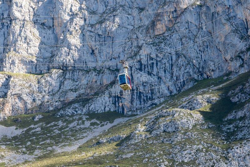 Fuente De no nas montanhas de Picos de Europa, Cant?bria, Espanha imagem de stock