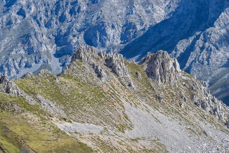 Fuente De no nas montanhas de Picos de Europa, Cant?bria, Espanha fotografia de stock