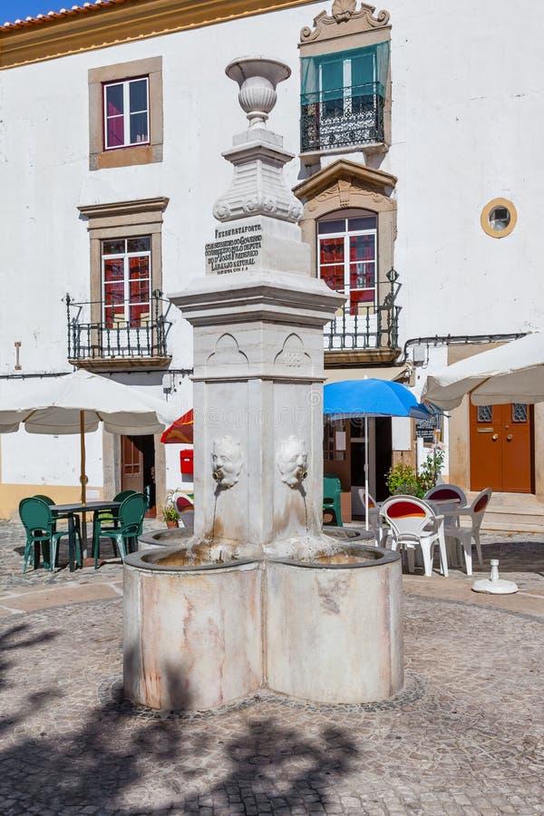 Fuente de Ourives en Capitao Salgueiro Maia Square, fotografía de archivo libre de regalías
