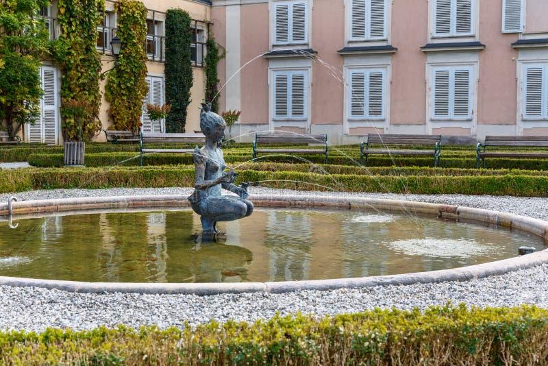 Fuente de Papagena de Josef Magnus El jard?n de Mirabellgarten o de Mirabell es jard?n del palacio de Mirabell en Salzburg austri imágenes de archivo libres de regalías