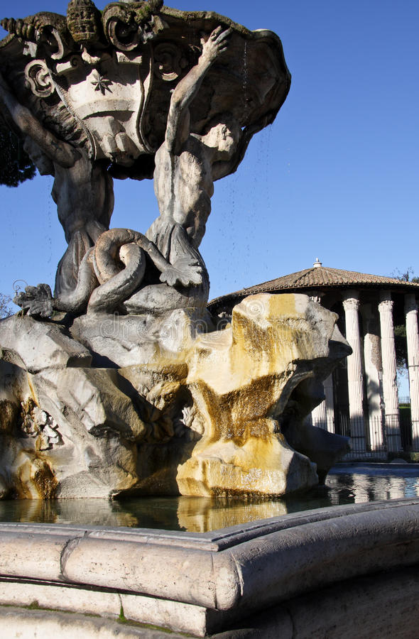 Fuente de Tritón en Roma imágenes de archivo libres de regalías