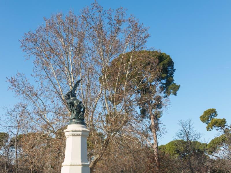 Fuente del Ángel Caído, punto culminante del Parque del Buen Retiro Parque del Buen Retiro Madrid, España foto de archivo libre de regalías
