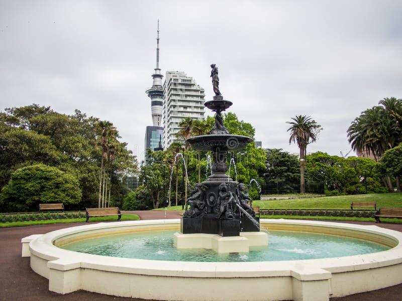 Fuente del arrabio en Albert Park, Auckland, Nueva Zelanda fotos de archivo