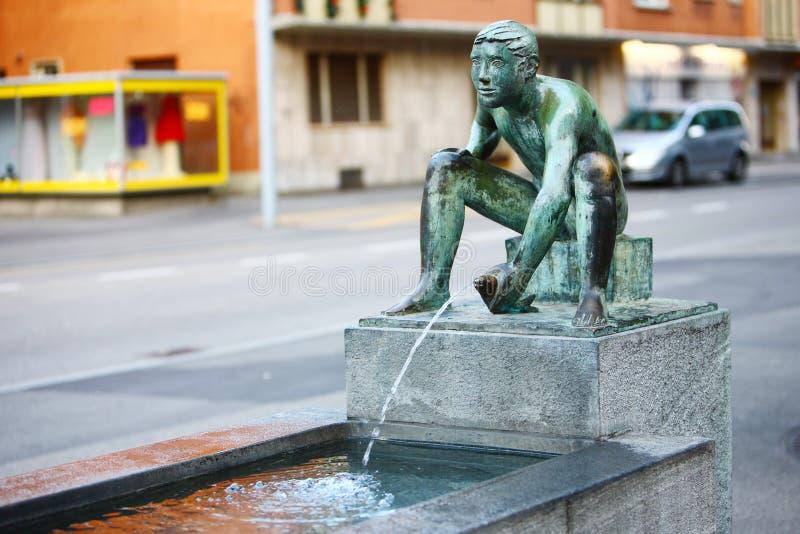 Fuente del arte en la calle, Zurich fotos de archivo
