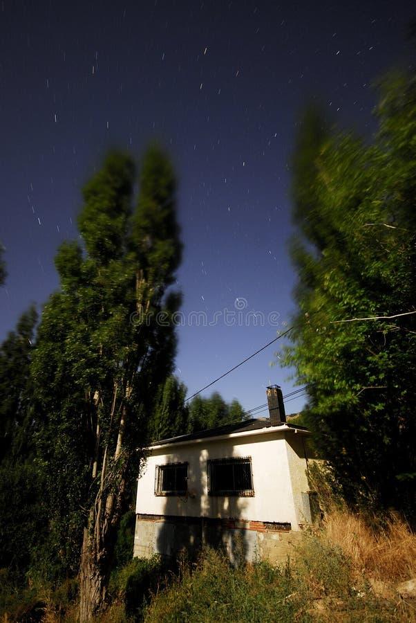 Fuente del Collado på natten i Bustarviejo, Madrid, Spanien arkivfoto