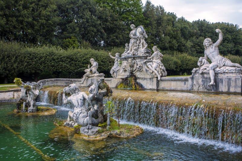 Fuente del palacio real de Caserta imagen de archivo libre de regalías