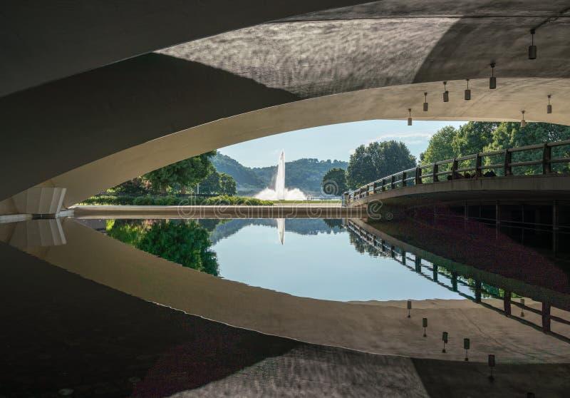 Fuente del parque de estado del punto en Pittsburgh céntrica foto de archivo libre de regalías