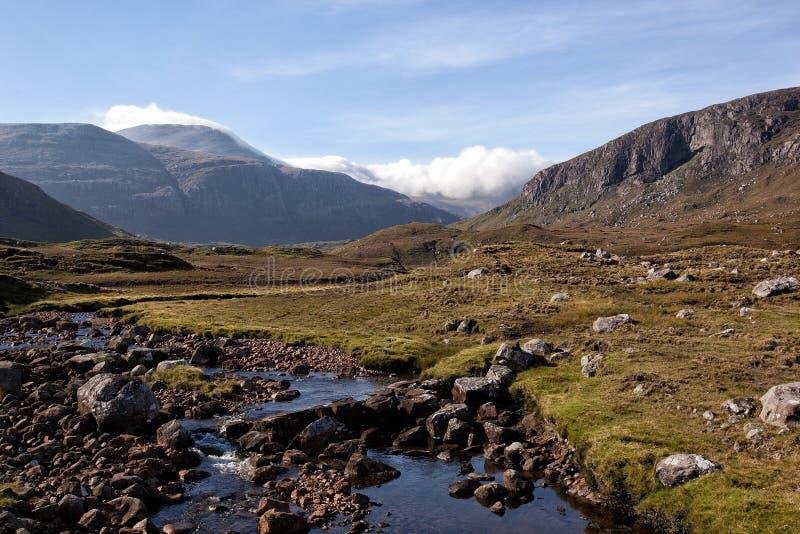 Fuente del río de la montaña imágenes de archivo libres de regalías