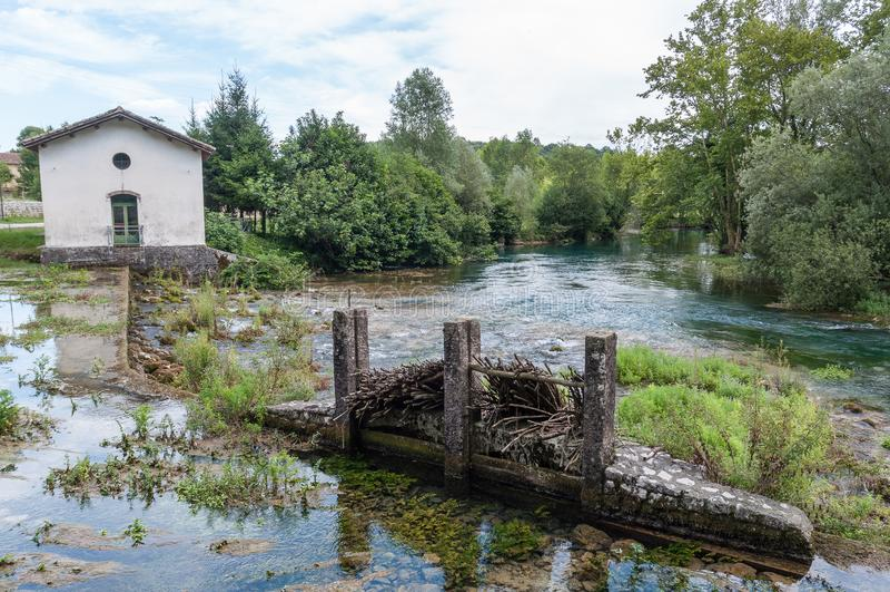 Fuente del río de Livenza, Italia foto de archivo