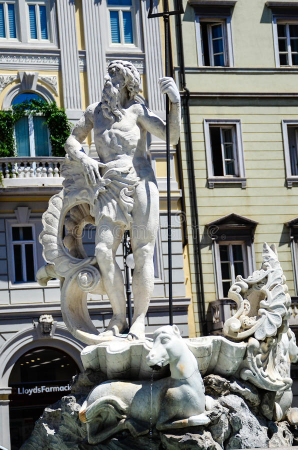 Fuente del ` s de Neptun en Triest Italia imagen de archivo