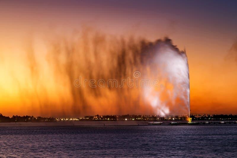 Fuente del ` s de rey Fahd, también conocida como la fuente de Jedda en Jedda, la Arabia Saudita foto de archivo