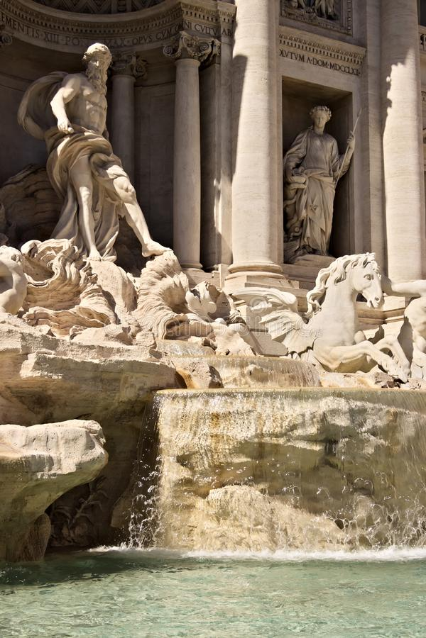 Fuente del Trevi en Roma con la escultura de Neptuno imagen de archivo libre de regalías