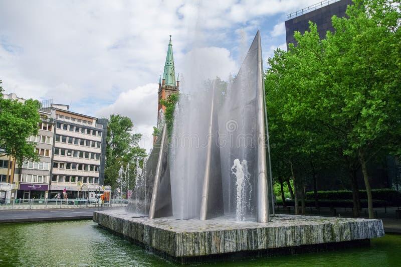 Fuente en cuadrado conmemorativo y Protestant de la reunificación alemana imagenes de archivo