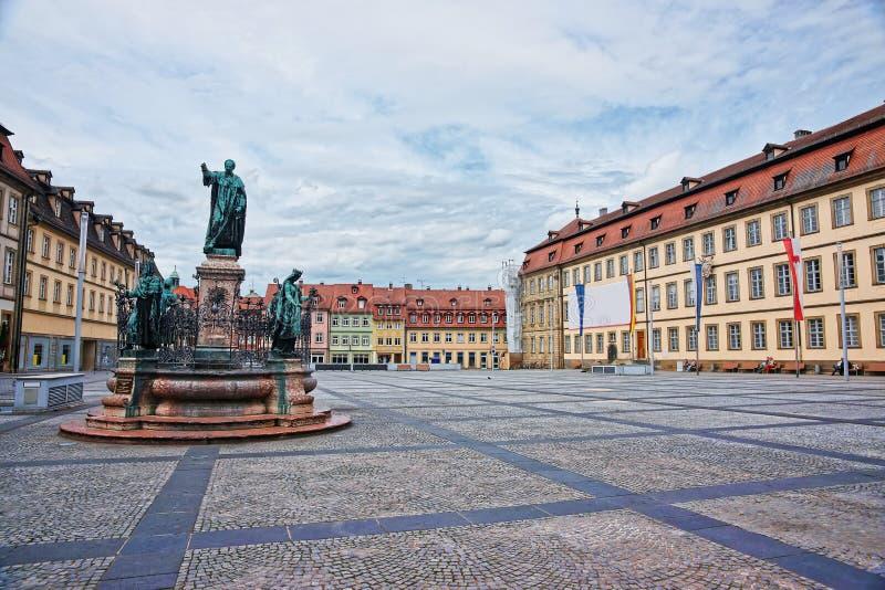 Fuente en cuadrado máximo en centro de ciudad de Bamberg imágenes de archivo libres de regalías