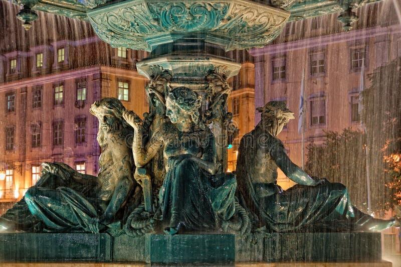 Fuente en el cuadrado de Rossio en Lisboa foto de archivo libre de regalías