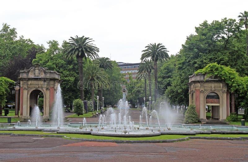 Fuente en el parque de Dona Casilda, Bilbao fotos de archivo libres de regalías