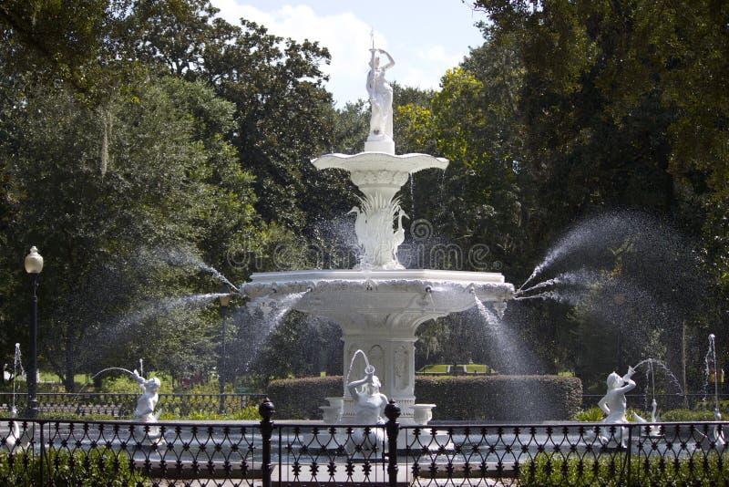Fuente en el parque de Forsyth imagen de archivo libre de regalías