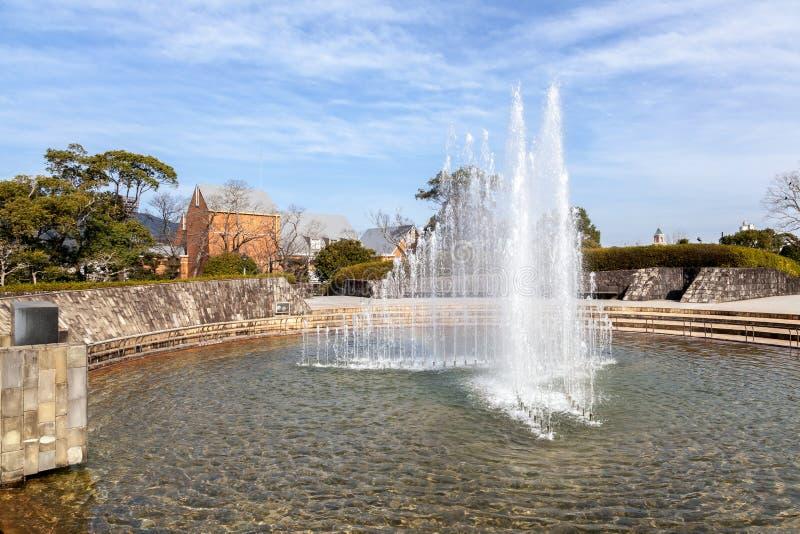Fuente en el parque de la paz de Nagasaki, Japón imágenes de archivo libres de regalías