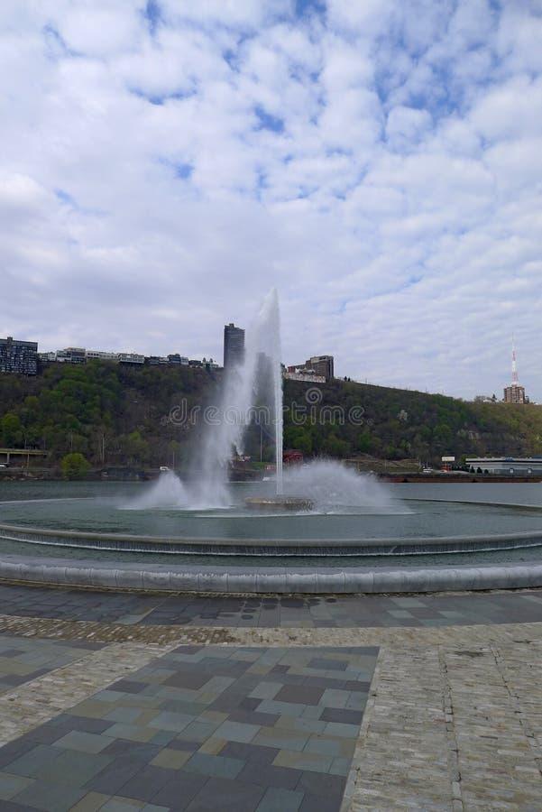 Fuente en parque de estado del punto imagenes de archivo