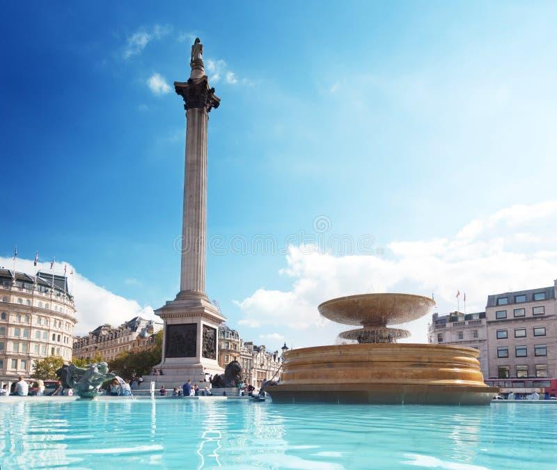 Fuente en Trafalgar Square foto de archivo