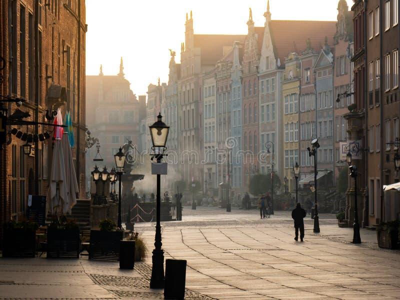 Fuente famosa de Neptuno en la plaza del mercado larga en Gdansk, Polonia imagenes de archivo