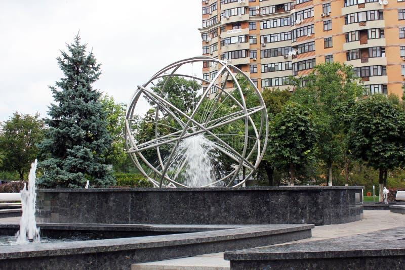 Fuente hermosa en el parque imágenes de archivo libres de regalías