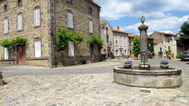 Fuente - Lavadieu Haute-Loire Francia imagen de archivo