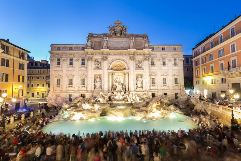 Fuente o Fontana di Trevi del Trevi de Roma en Roma, Italia imagenes de archivo