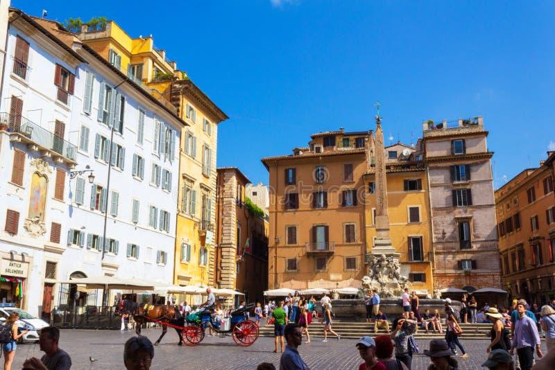 Fuente Piazza della Rotonda y obelisk Roma Italia imágenes de archivo libres de regalías