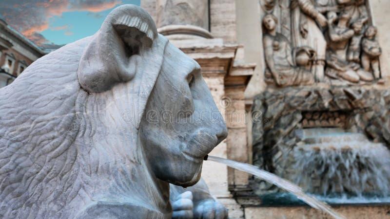 Fuente principal del detalle del león en Roma foto de archivo libre de regalías