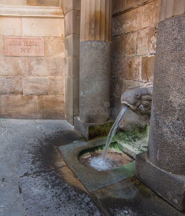 Fuente termal de la agua caliente imagenes de archivo