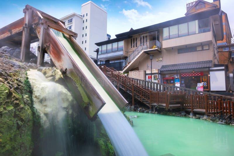 Fuente termal de Yubatake en Kusatsu Onsen en Gunma, Japón fotos de archivo