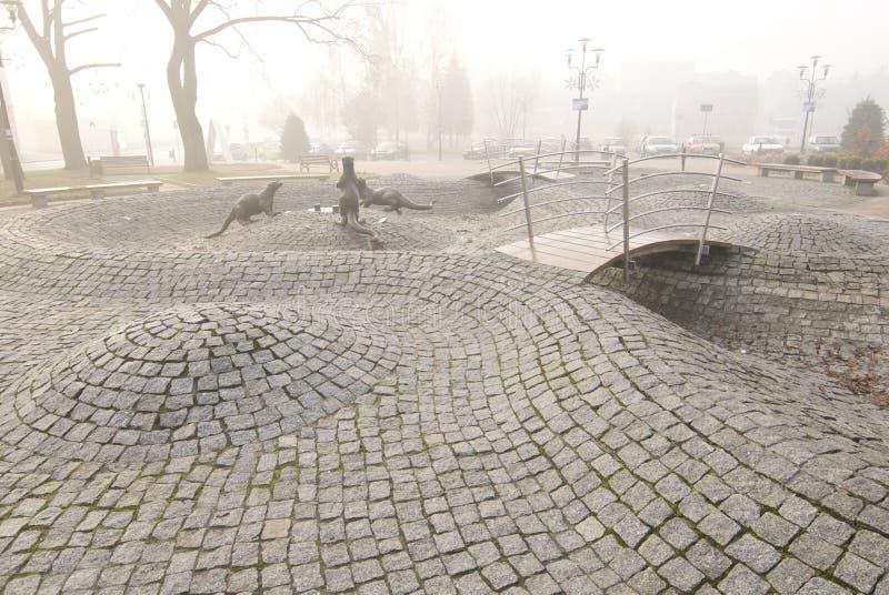 Fuente vacía en el otoño en Tychy Polonia fotografía de archivo