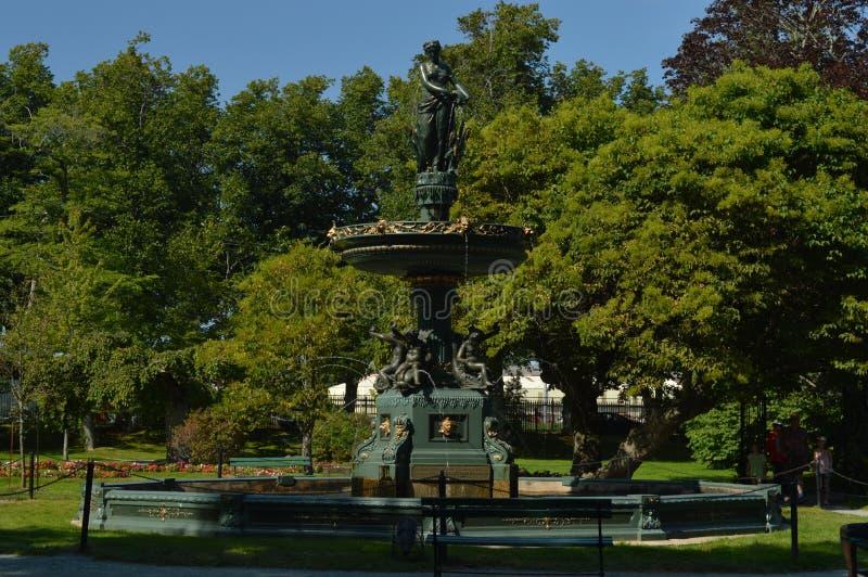 Fuente victoriana del jardín imagen de archivo libre de regalías