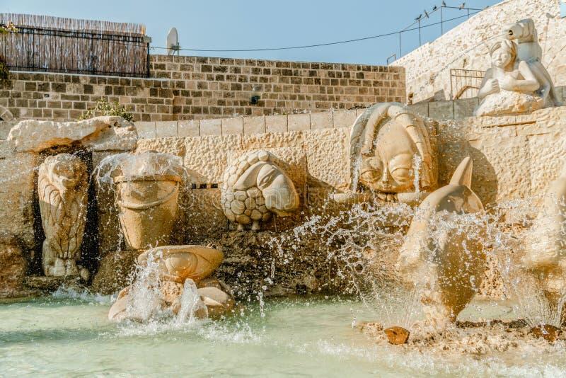 Fuente vieja del zodiaco de Jaffa en cuadrado del kedumim fotografía de archivo