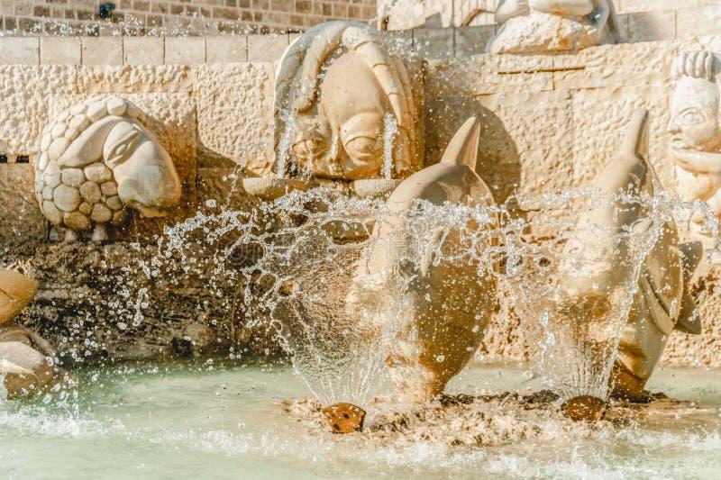 Fuente vieja del zodiaco de la arquitectura en Jaffa Israel Cuadrado de Kedumim imagenes de archivo