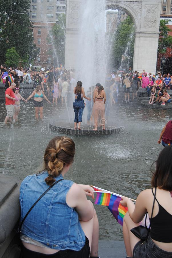 Fuente, Washington Square Park, Washington Square Arch, Greenwich Village, NYC, NY, los E.E.U.U. imagen de archivo